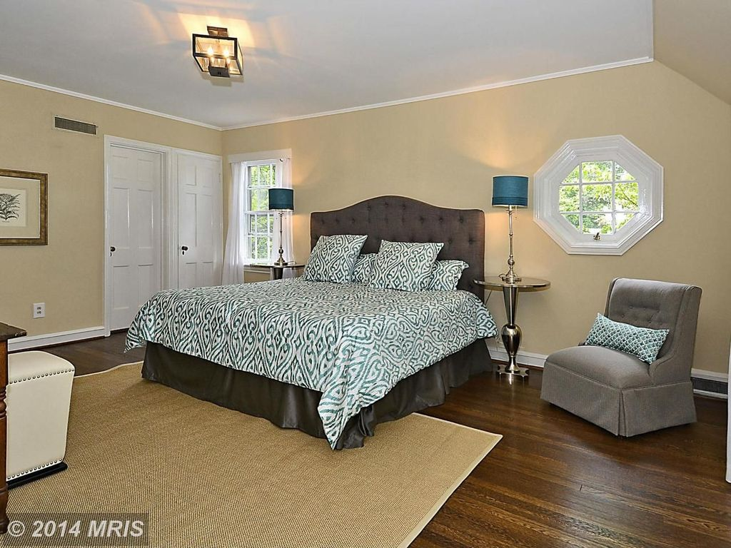 Traditional Guest Bedroom with specialty window, Crown molding, Hardwood floors, double-hung window, flush light