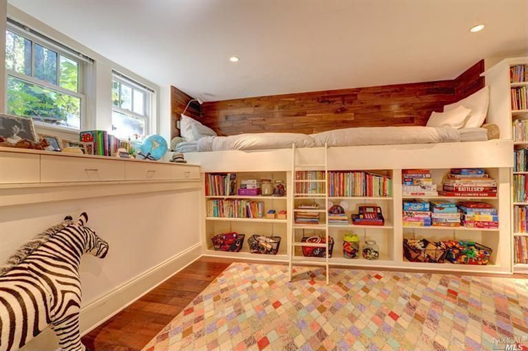Cottage Kids Bedroom with Momeni mud hut diamond rug 8'x10', Custom Built-In Shelves, Hardwood floors, Built-in bookshelf