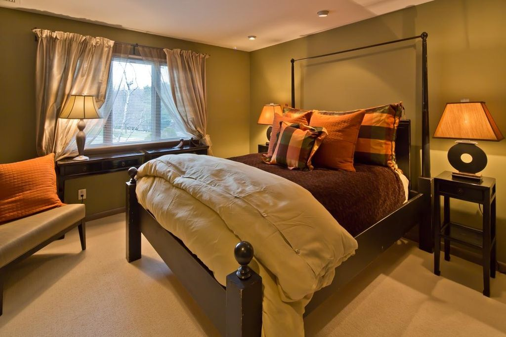 Modern Guest Bedroom with specialty window, Standard height, Built-in bookshelf, can lights, Carpet