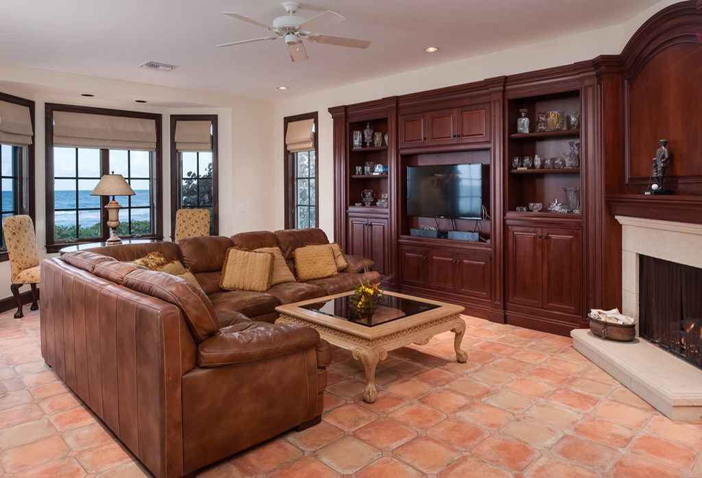 Traditional Living Room with Built-in bookshelf, Standard height, Fireplace, insert fireplace, Ceiling fan, picture window