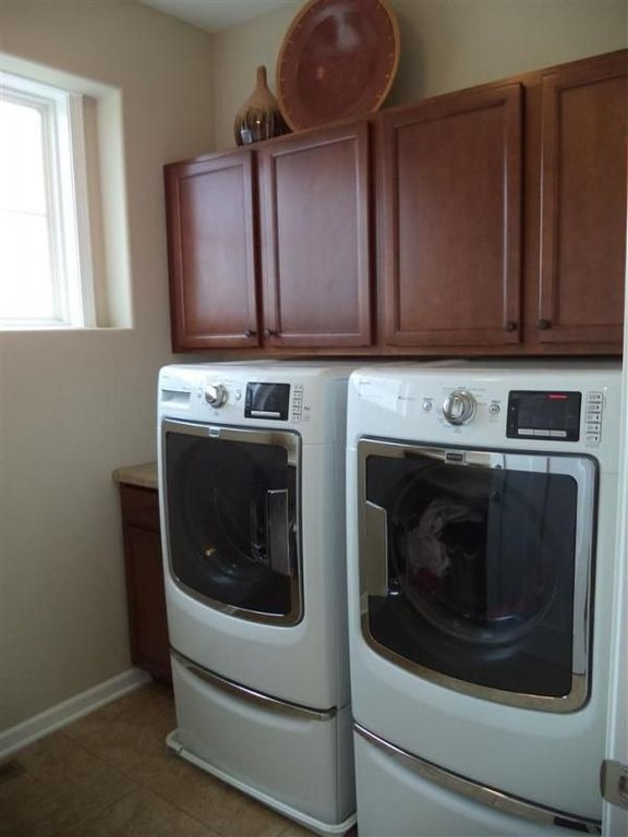Traditional Laundry Room with Undermount sink, Built-in bookshelf, travertine tile floors