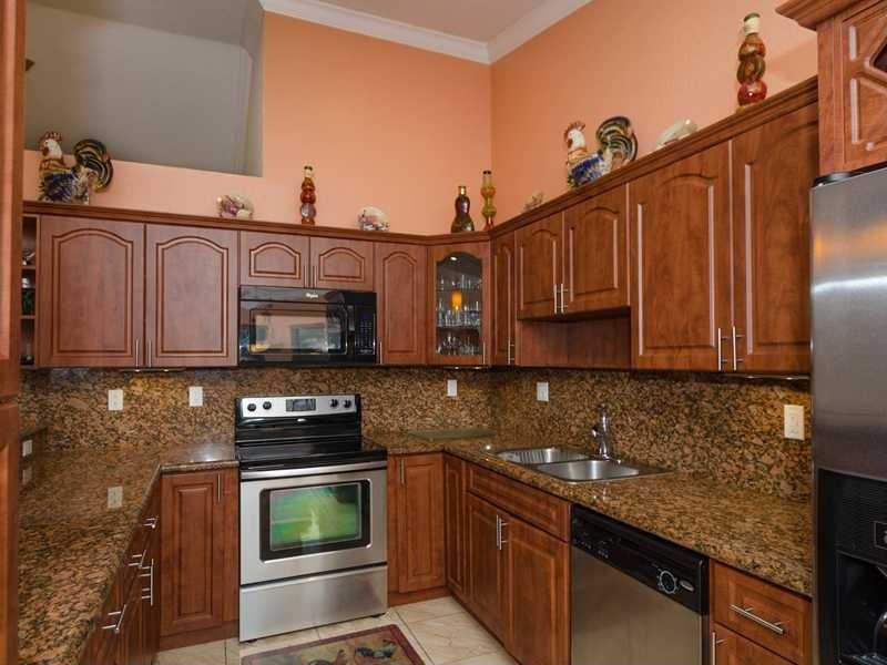 Craftsman Kitchen with Complex Granite, Multiple Sinks, full backsplash, Glass panel, gas range, Complex granite counters