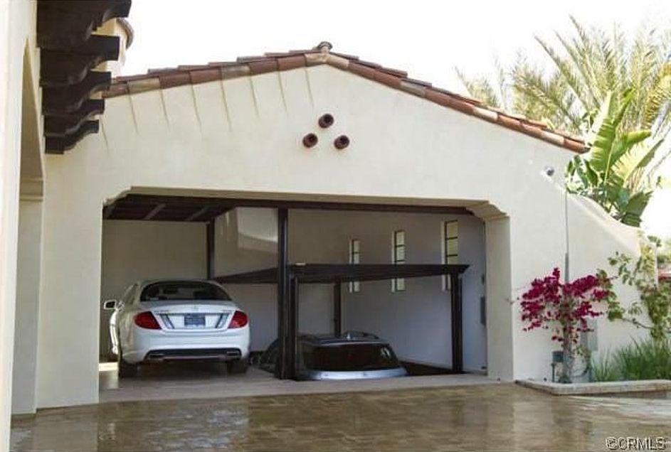 Mediterranean Garage