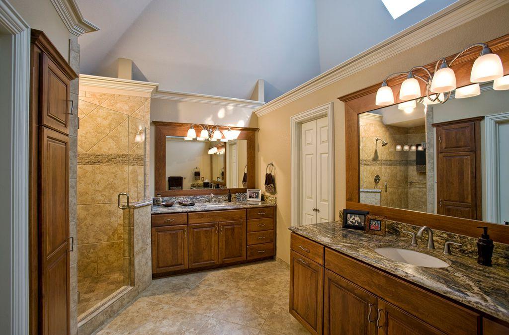 Craftsman, European, Frameless, Granite - complex, High (3.0-4m), Raised Panel, Skylight, Undermount
