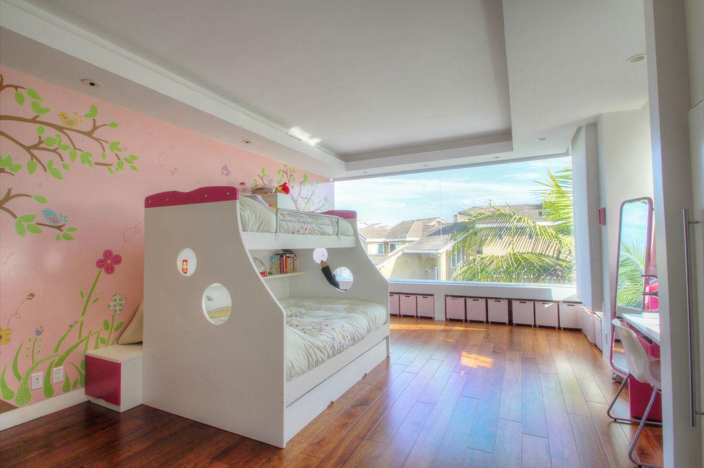Contemporary Kids Bedroom with Standard height, Bunk beds, Hardwood floors, can lights, Window seat