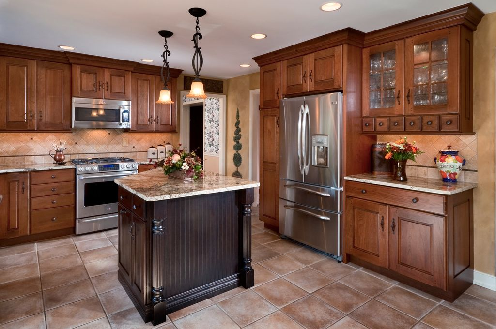 Craftsman Kitchen with can lights, full backsplash, Complex granite counters, Raised panel, built-in microwave, Stone Tile