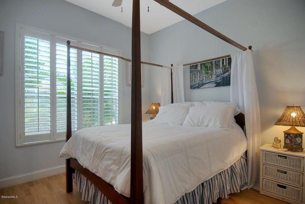 Cottage Guest Bedroom with Standard height, Casement, Ceiling fan, Hardwood floors