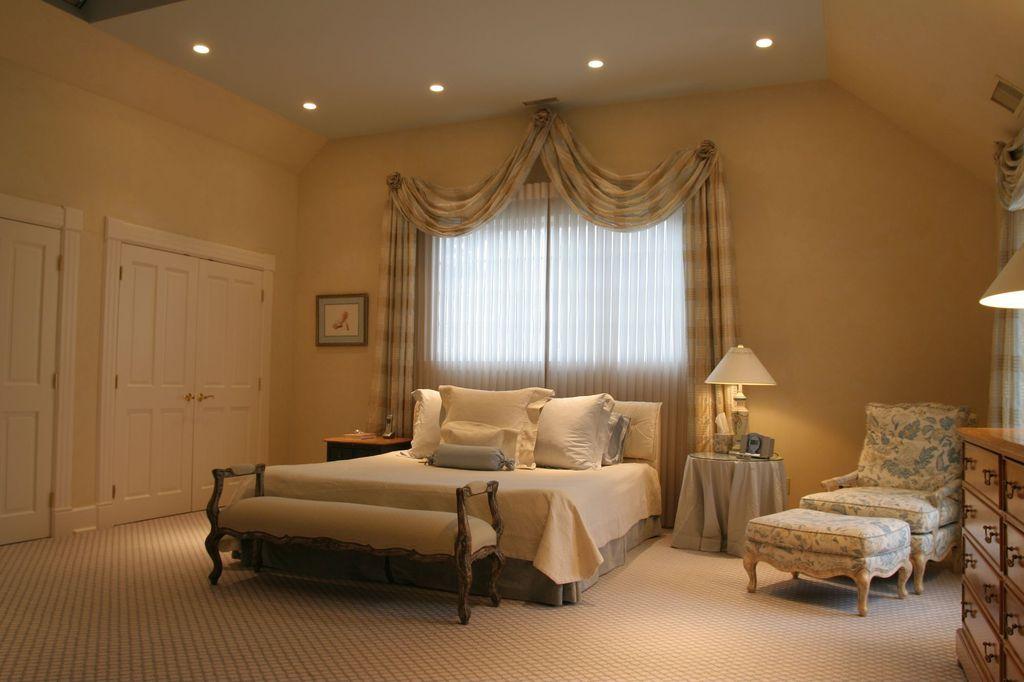 Traditional Guest Bedroom with specialty door, Carpet, Hokku Designs - Philipsberg Wood Bench
