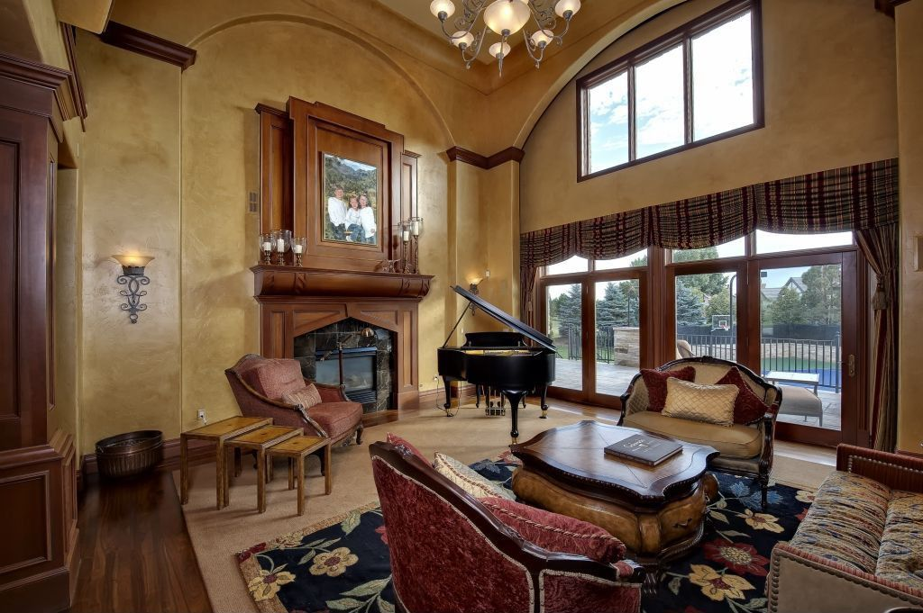 Traditional Living Room with Fireplace, Transom window, other fireplace, Wall sconce, Crown molding, Chandelier