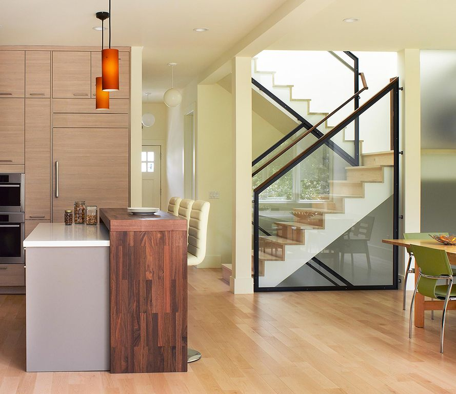 Contemporary Staircase with Glass staircase, Laminate floors, High ceiling