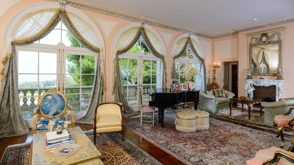 Traditional Living Room with Transom window, Crown molding, Built-in bookshelf, specialty door, Arched window, French doors