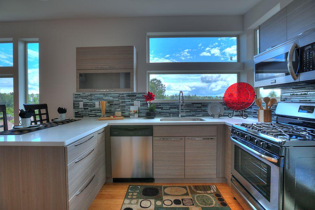 Modern Kitchen with U-shaped, Standard height, European Cabinets, full backsplash, picture window, Breakfast bar, dishwasher