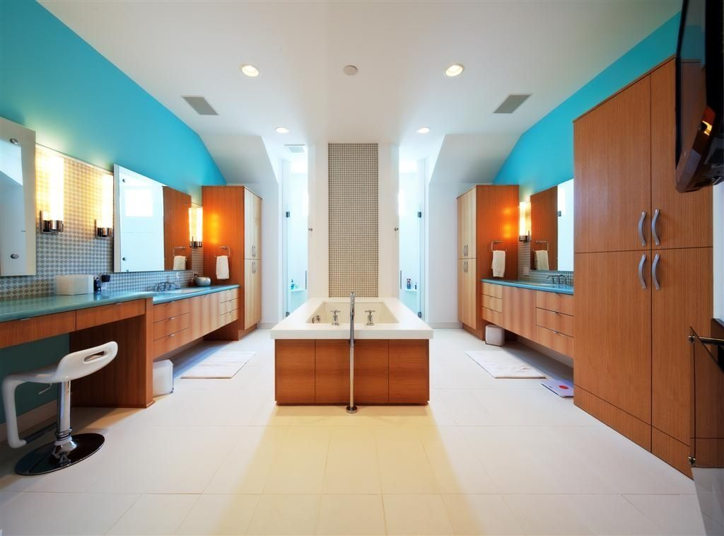 Contemporary Master Bathroom with Standard height, can lights, Paint 1, full backsplash, European Cabinets, Bathtub, Flush