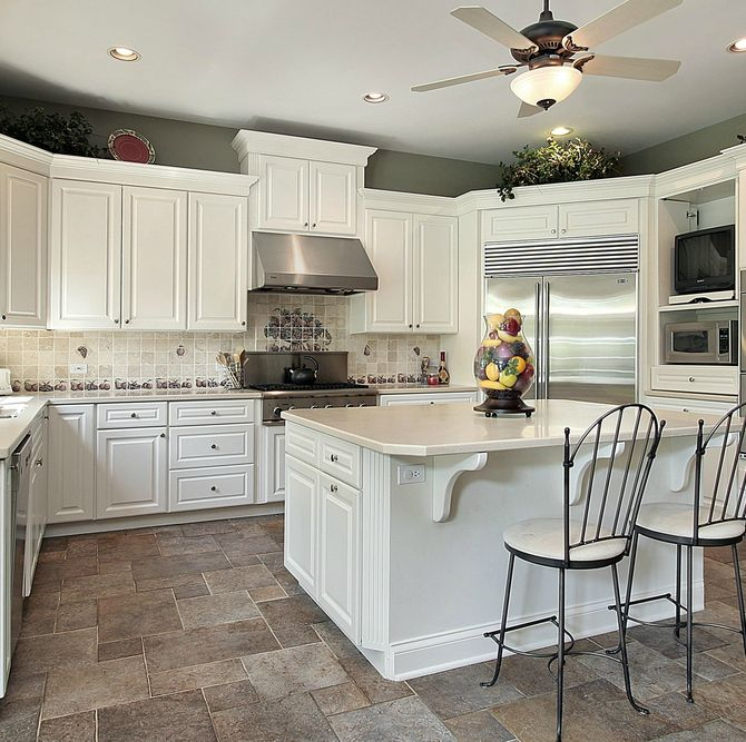 Traditional Kitchen with Built In Refrigerator, can lights, U-shaped, Limestone counters, Limestone Tile, Breakfast bar