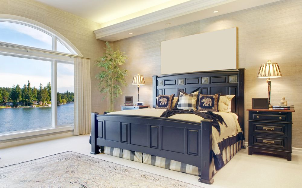 Traditional Master Bedroom with can lights, Carpet, interior wallpaper, Standard height, Arched window