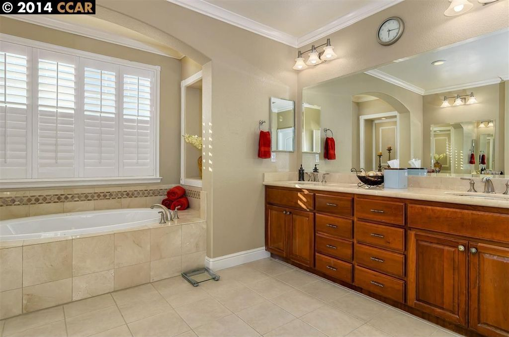 Crown molding, Double, Limestone, Master, Normal (2.7m), Raised Panel, Traditional, Undermount