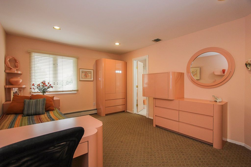 Contemporary Guest Bedroom with Paint, Standard height, can lights, Carpet, six panel door