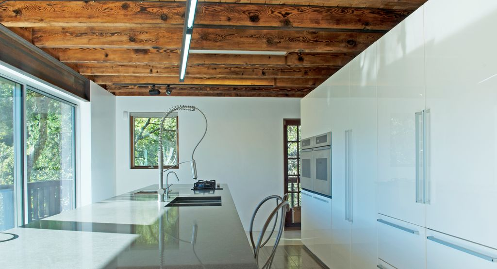 Contemporary Kitchen with Standard height, U-shaped, Built In Refrigerator, Exposed beam, Breakfast bar, electric cooktop
