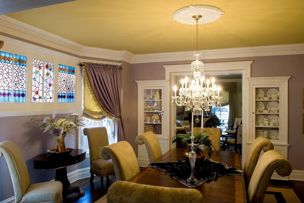 Built-in bookshelves/cabinets, Carpet, Chandelier, Crown molding, Eclectic, Laminate, Normal (2.7m), Stained Glass