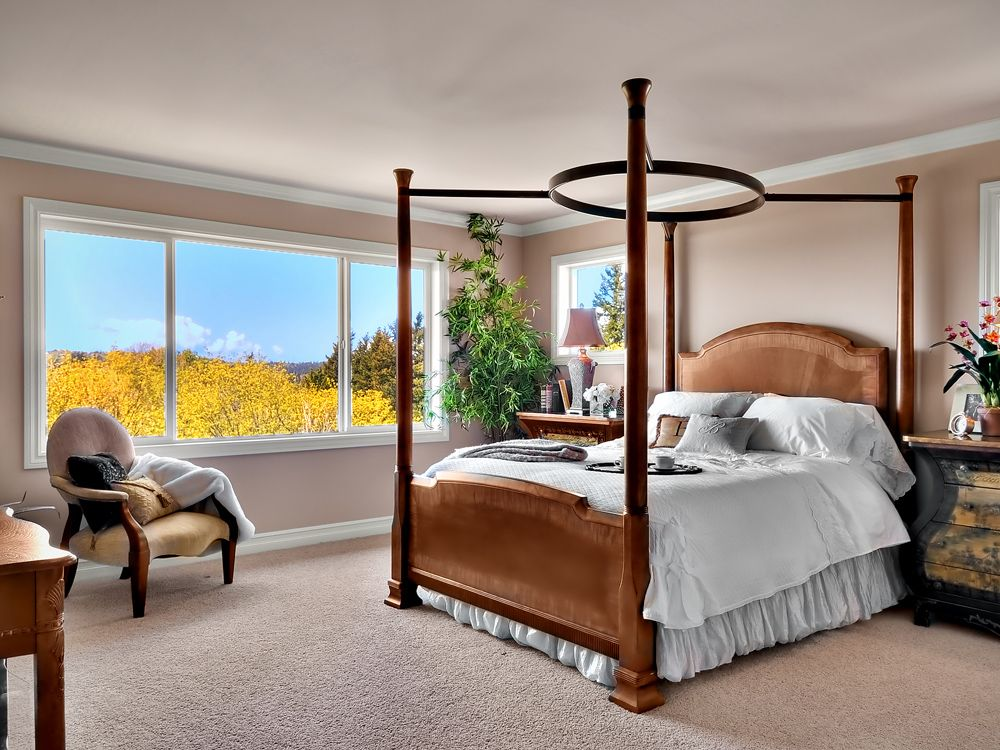 Traditional Master Bedroom with Carpet, Casement, Crown molding, Standard height