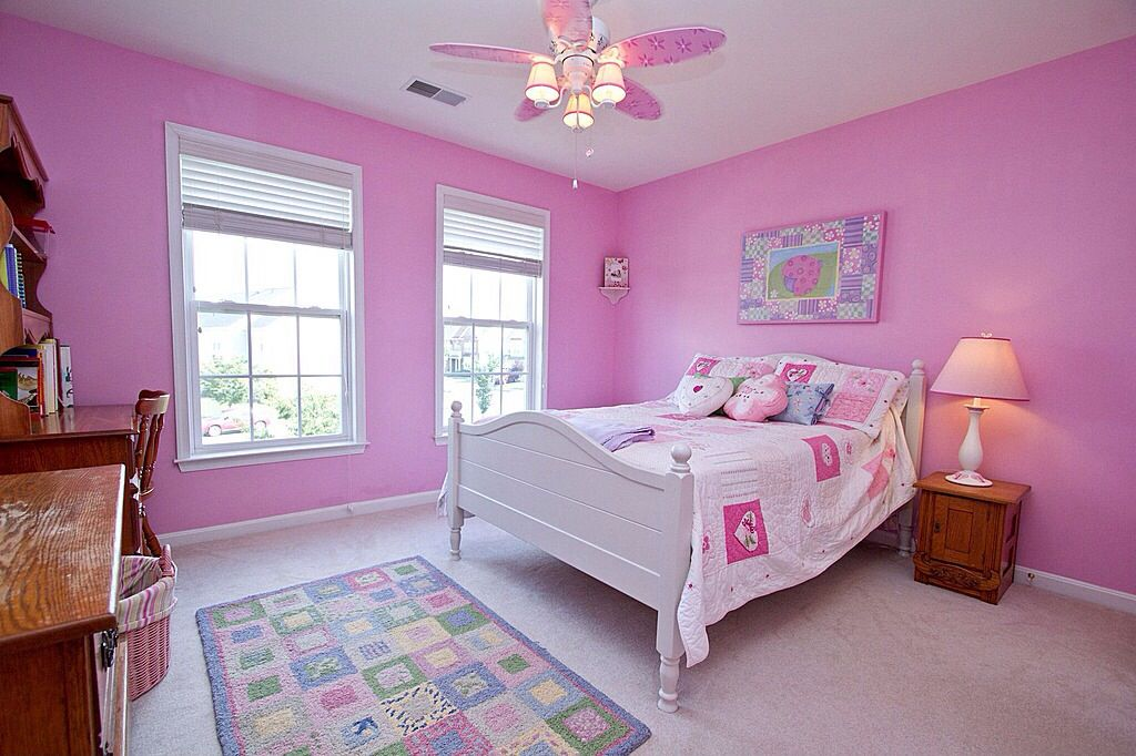 Country Kids Bedroom with double-hung window, no bedroom feature, Standard height, Carpet, Built-in bookshelf, Ceiling fan