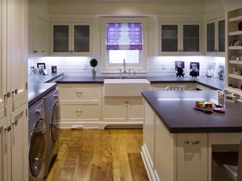 Traditional Laundry Room with Hardwood floors, interior brick, Farmhouse sink, laundry sink, Standard height, Crown molding