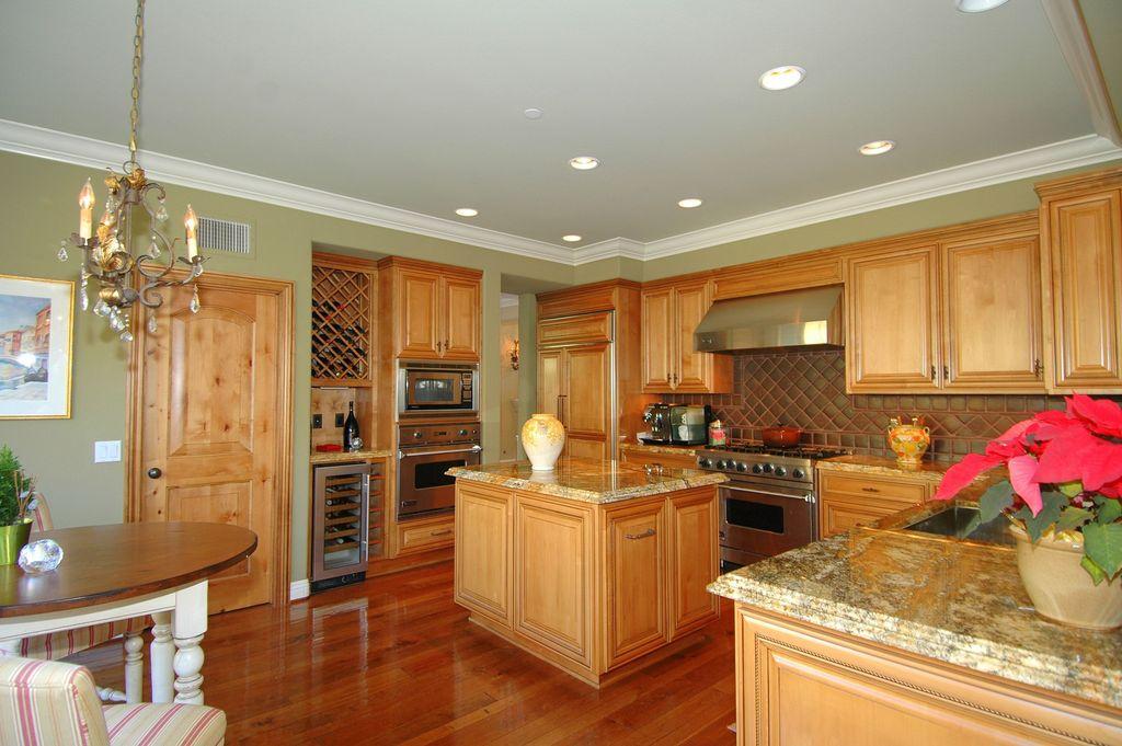 Traditional Kitchen with Complex granite counters, can lights, Crown molding, built-in microwave, Undermount sink, wall oven