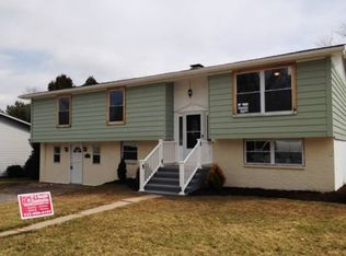 214 Maplewood Dr , Dover PA