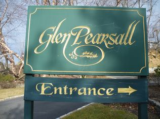 32 Pearsall Ave Apt 1B, Glen Cove NY