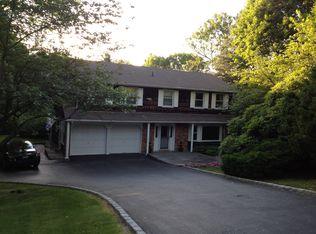 7 Manor Rd N , Greenlawn NY