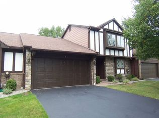 4 Cambridge Ct , Fairport NY