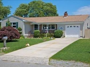 23 Dolphin Rd , East Quogue NY