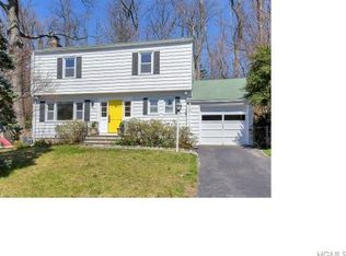 15 Crest Dr , Tarrytown NY