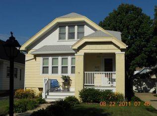 4225 N Larkin St , Shorewood WI