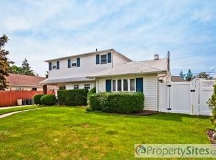 252 Andrew Ave , East Meadow NY