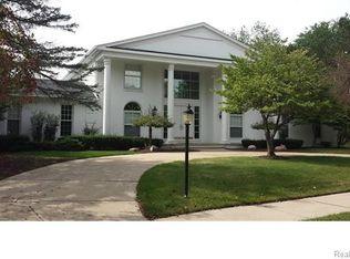 1115 Great Oaks Blvd, Rochester, MI 48307