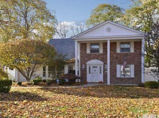 49 Country Greens Dr , Holtsville NY