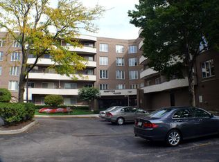 7201 N Lincoln Ave Apt 301, Lincolnwood IL