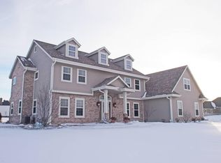 W228N3650 Sterling Ct , Pewaukee WI