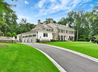 628 Winding Hollow Dr, Franklin Lakes, NJ 07417