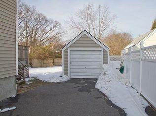 84 Birch St , Lindenhurst NY