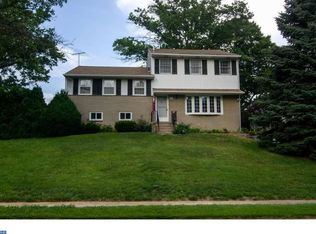 301 Valley View Rd, Springfield, PA 19064
