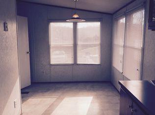 1027 Springdale Rd, Hurricane, WV 25526