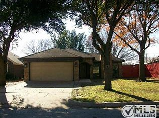 10828 Tall Oak Dr , Fort Worth TX
