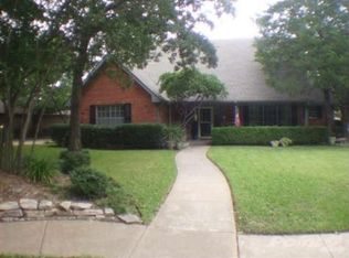 1400 Colony Dr , Irving TX