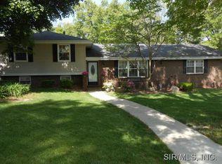 3214 Greenwood Ln , Godfrey IL
