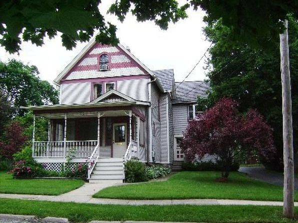 140 Greenly St, Woodstock, IL