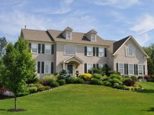 310 Valley Hunt Dr, Phoenixville, PA
