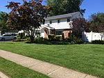 15 Chelmsford Dr, Wheatley Heights, NY