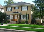 422 1st St W, Dickinson, ND